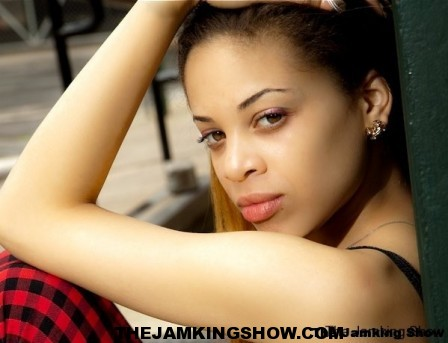 "<h3> Autunm J May 2010</h3>    <a href=""http://thejamkingshow.com/aspiringmodels/aspiring-models/autunm-j/"">autumn-15</a>"