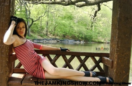 "<h3> Autunm J May 2010</h3>    <a href=""http://thejamkingshow.com/aspiringmodels/aspiring-models/autunm-j/"">autumn-35</a>"