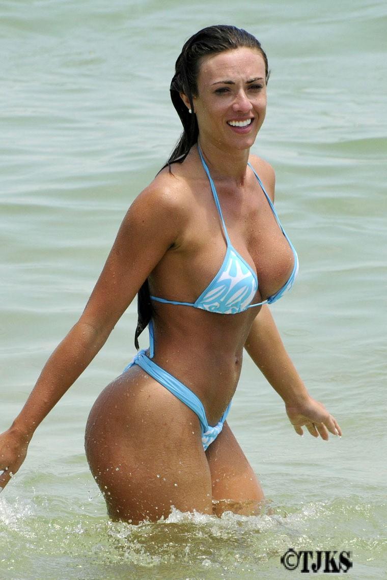Carmen Dominicci In Bikini Apexwallpapers Com