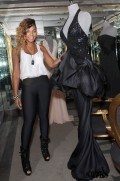 Ashanti_Shops_at_Lloyd_Klein_Couture_Boutique_in_Hollywood_875