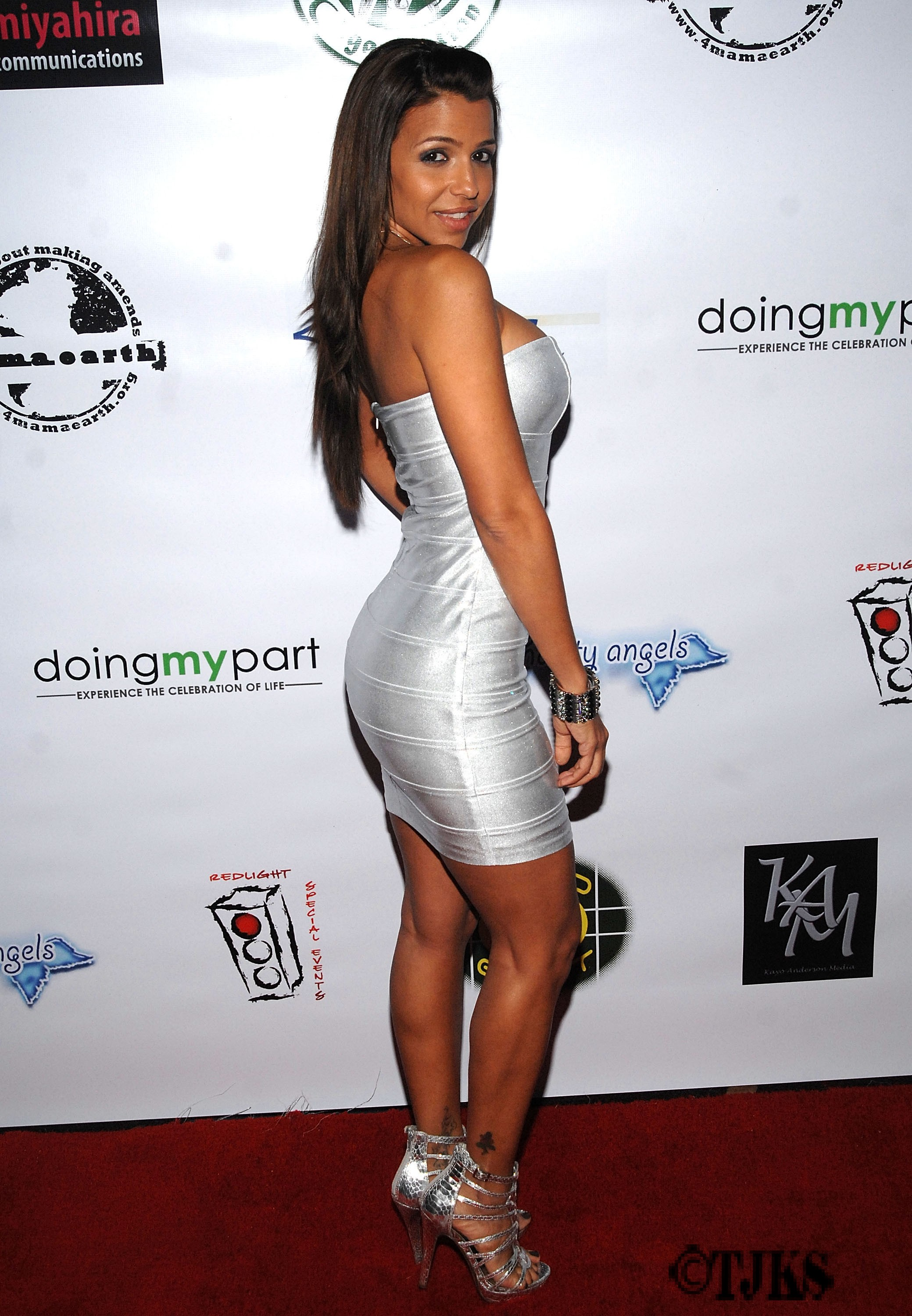 ... Vida Guerra looks hot as usual whatever the outfits be, Vida Guerra in